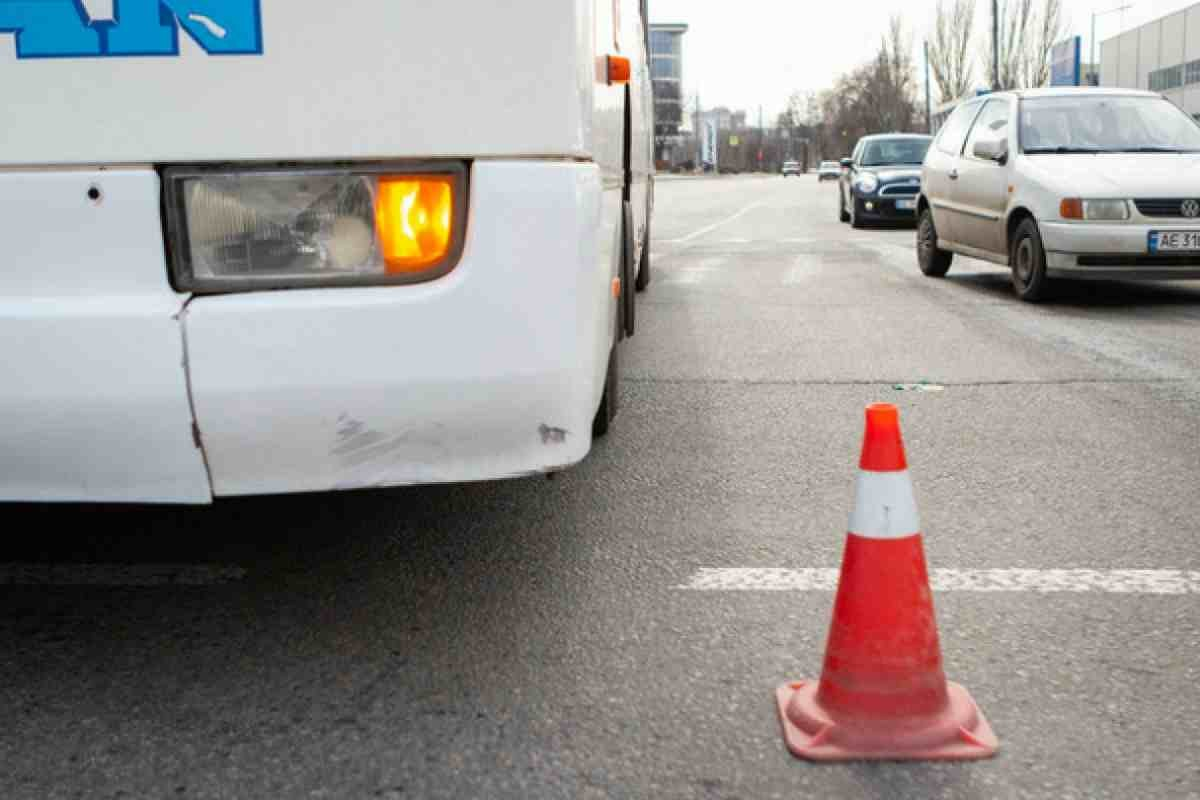 """""""Пытался спасти сына"""": мужчина погиб под колесами автобуса в Кызылорде (видео)"""