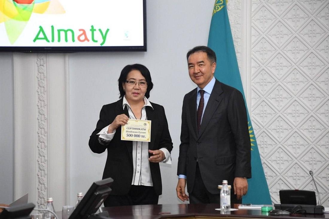 Бакытжан Сагинтаев вручил гранты казахстанским литераторам