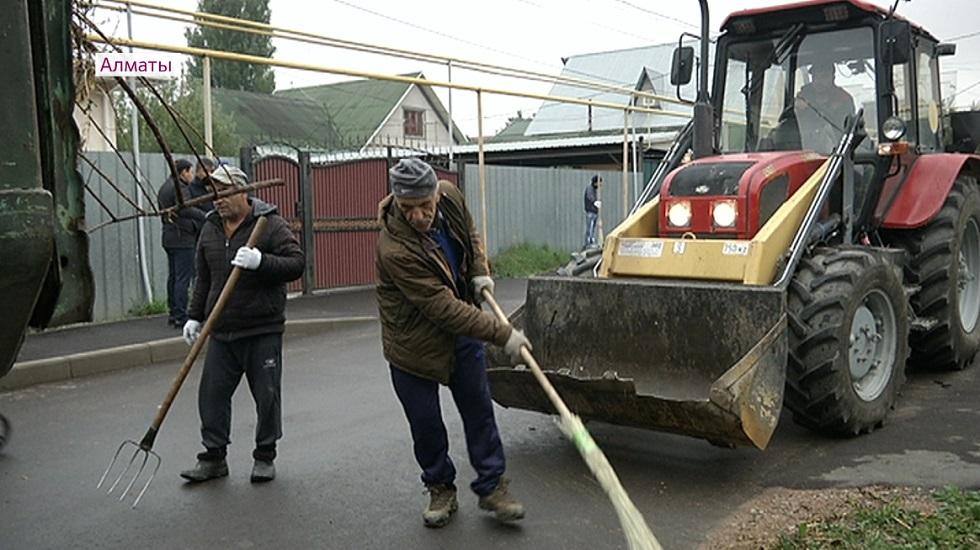 Жители микрорайона Калкаман вышли на уборку улиц