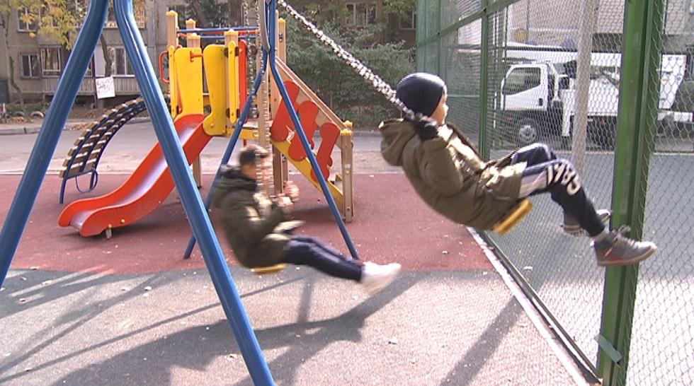 Новой детской площадкой остались недовольны жители микрорайона Айнабулак
