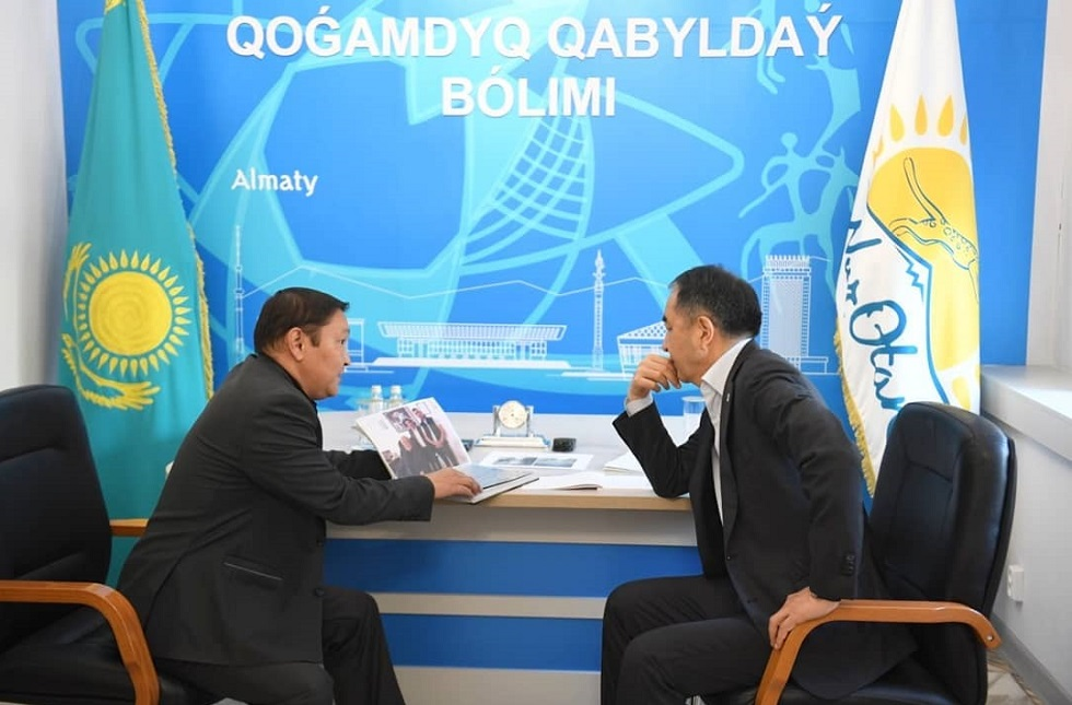 Аким Алматы принял граждан в общественной приемной Nur Otan