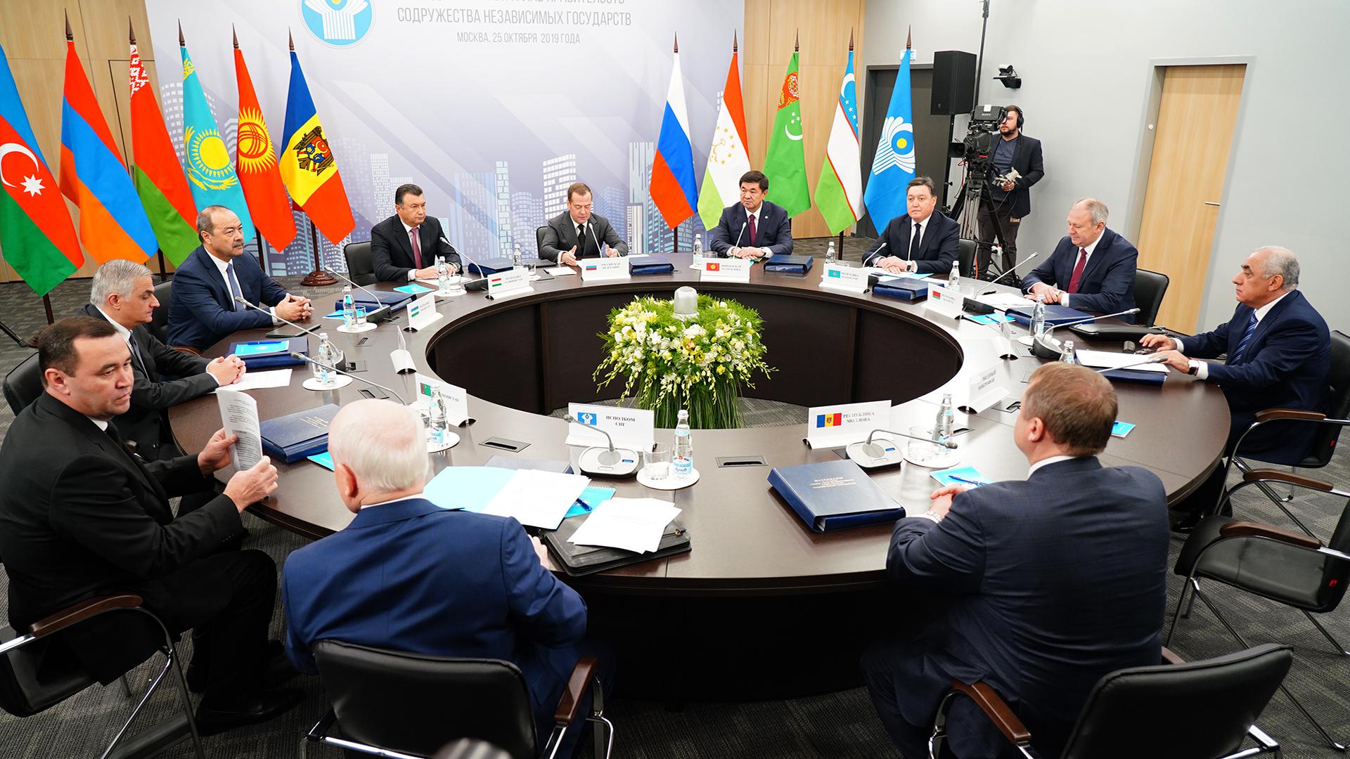 Аскар Мамин встретился с Дмитрием Медведевым в Москве