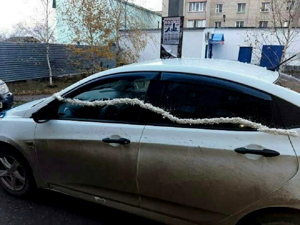 Недетские забавы: подросток в Петропавловске повредил автомобили монтажной пеной (видео)