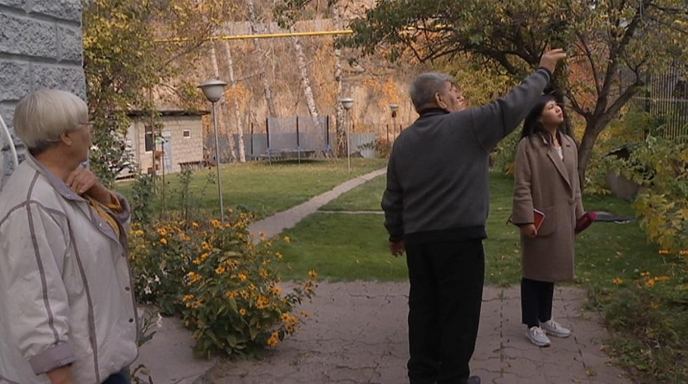 Дышать нечем: жители одного из элитных районов Алматы жалуются на ядовитые пары из типографии