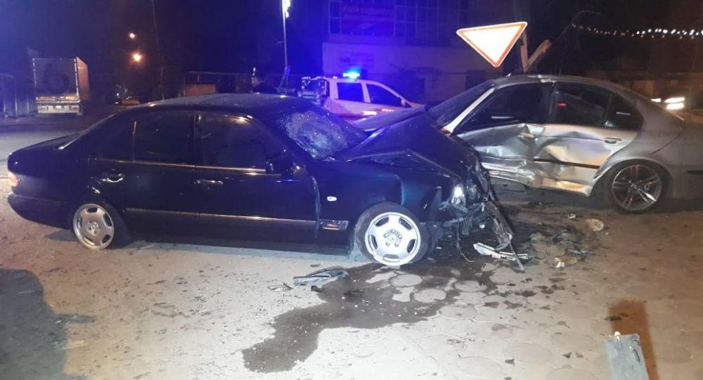 """""""Байга"""" на дороге закончилась серьезным ДТП в Алматы"""