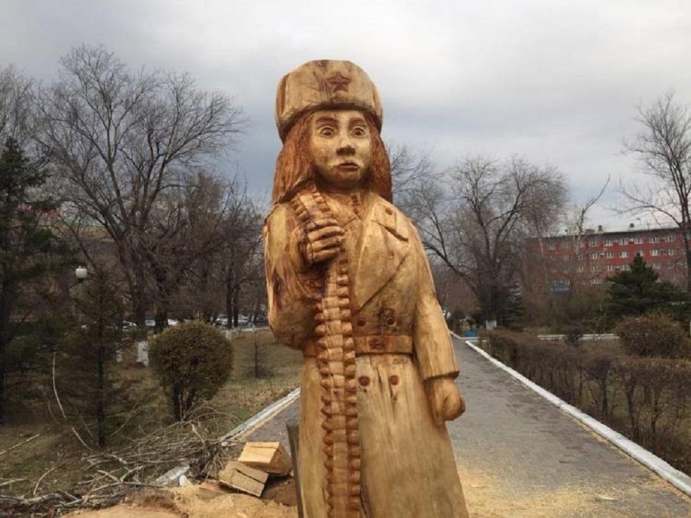 Жителей Семея шокировала скульптура Маншук Маметовой