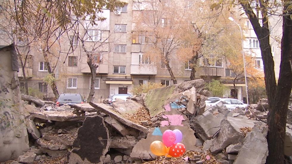 Не двор, а полигон боевых действий – жители Алмалинского района пожаловались на снос гаражей