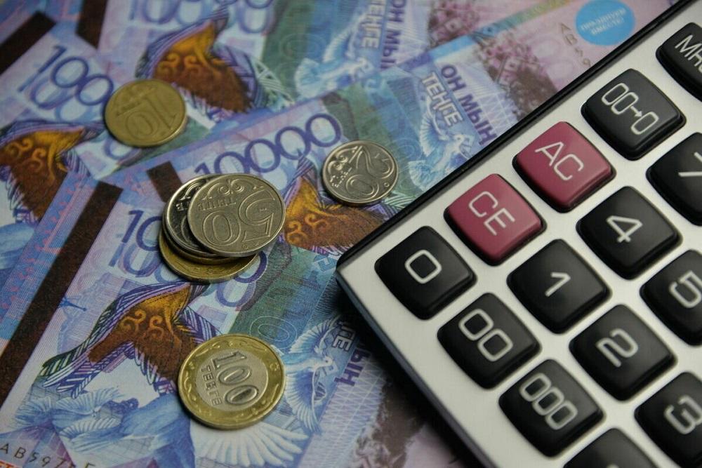"""О кредитах и долгах казахстанцев поговорим сегодня вечером в программе """"На особом контроле"""""""