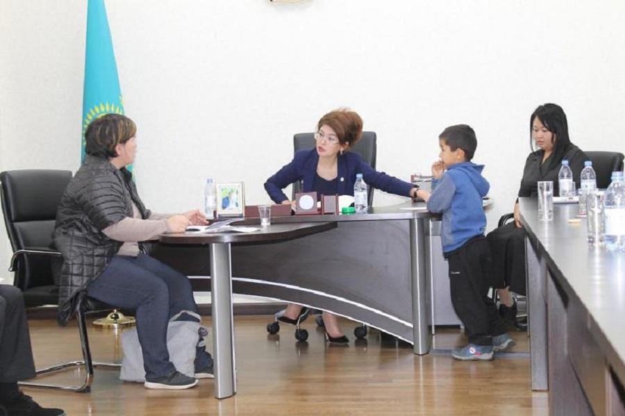 Приём алматинцев провела помощник президента Аида Балаева