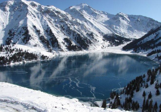 Алматинцев просят воздержаться от походов в горы