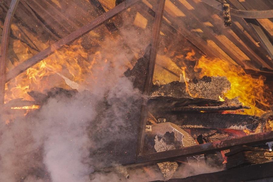 Хлопок газа произошел в доме в Алматы, четыре человека пострадали