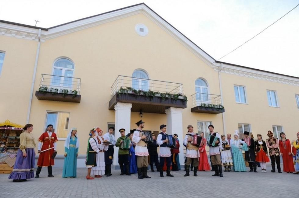 Этнические казахи представляют свою культуру в Доме дружбы в Астрахани