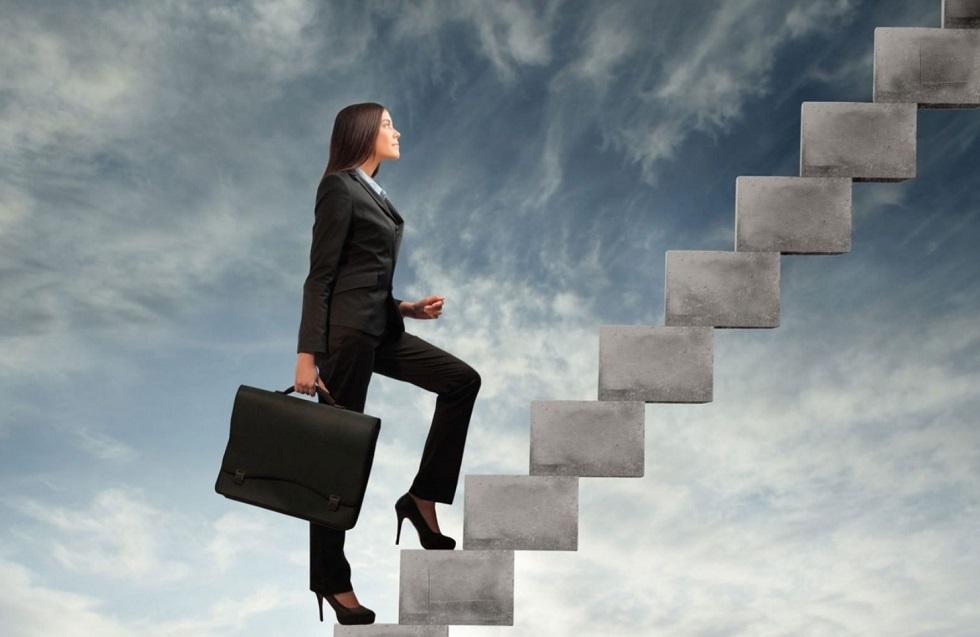 На госслужбе и в нацкомпаниях Казахстана женщин будет работать на 30% больше