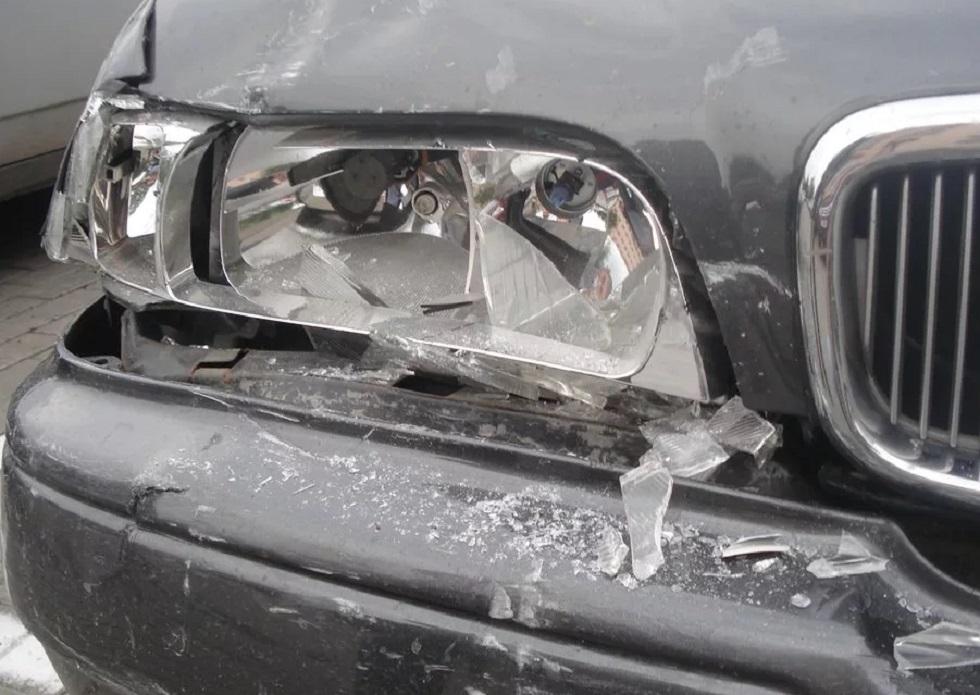 Житель Усть-Каменогорска в порыве ревности разбил авто своей девушки