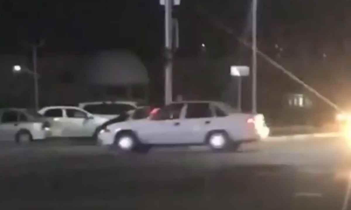 Шымкентте көлік жүргізушісі полиция қызметкерін қағып, сүйреп кетті (видео)