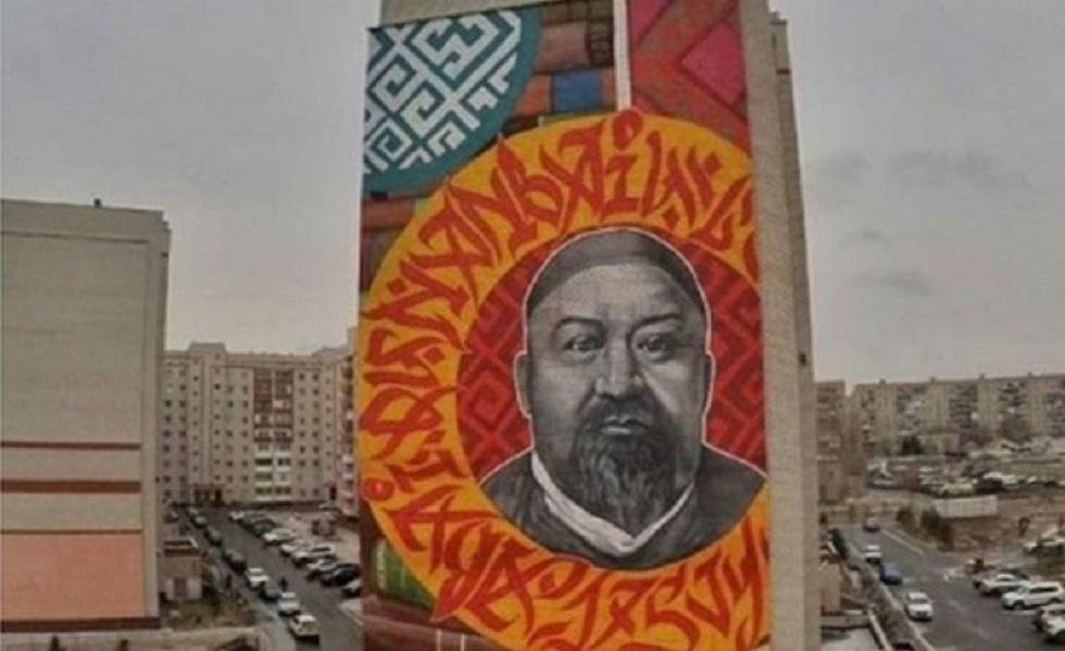 Портрет Абая разместили на стене девятиэтажки в Павлодаре