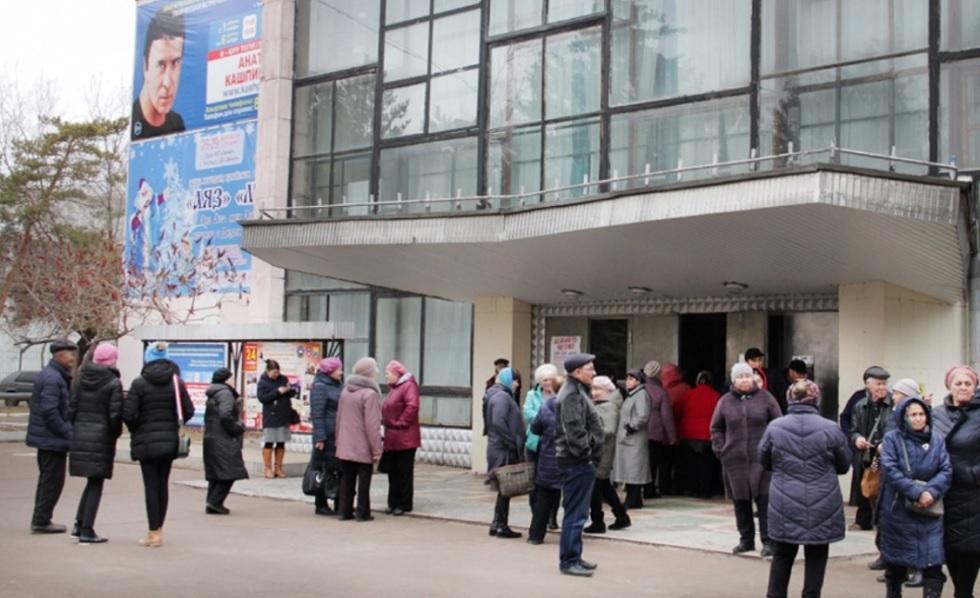 Бесплатный сеанс Кашпировского в Уральске: мужчину едва не задавили в толпе