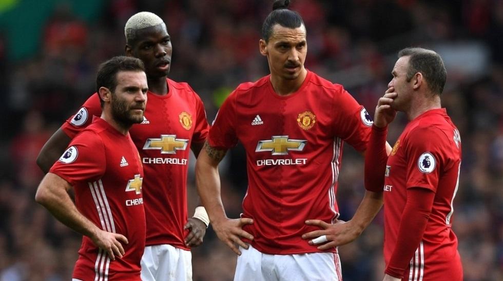 Футболистам Manchester United запретили гулять по столице Казахстана дольше 10 минут
