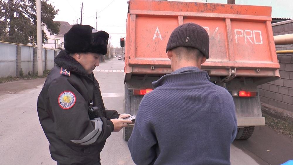 Десятки водителей грузовиков оштрафовали полицейские Алматы