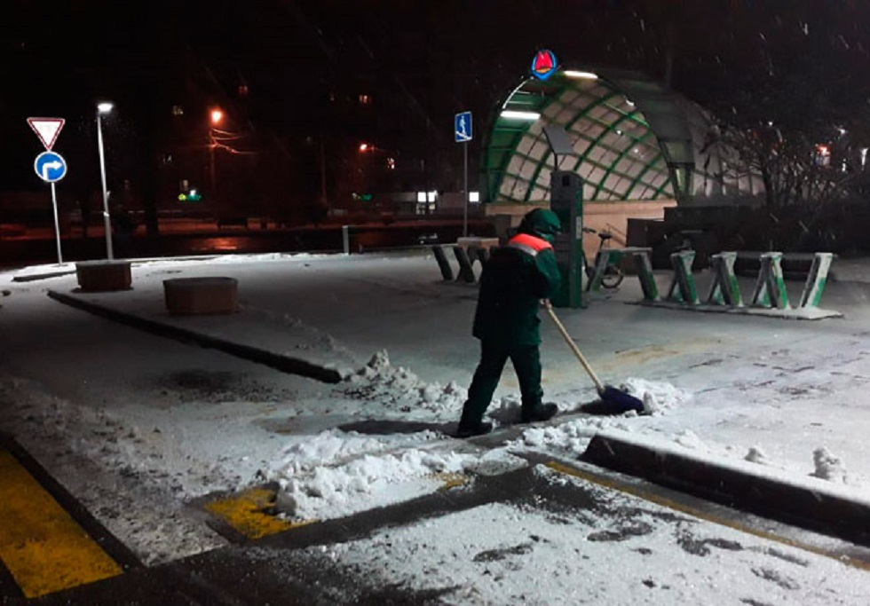 4,5 тонны противогололёдной смеси посыпали на дороги Алматы