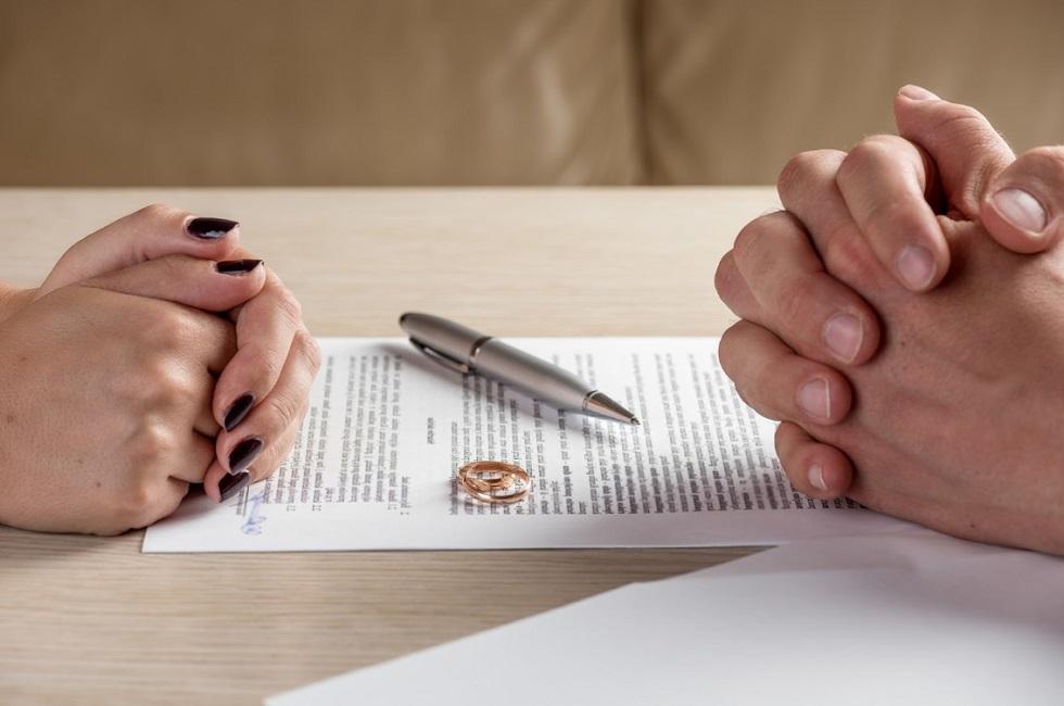 Кредиты и измены - наиболее частые причины разводов в Казахстане