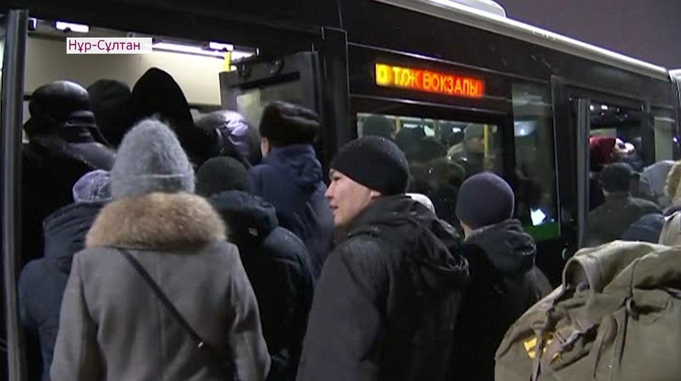 Дефицит водителей и технические сбои - в Astana LRT объяснили причину переполненных автобусов