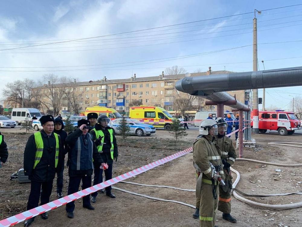 Вооружен гранатой и ножом: муж удерживает жену в нотариусе Уральска