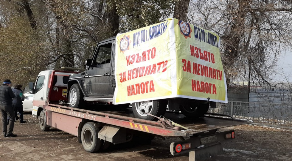 За долги по налогам у алматинцев конфискуют автомашины