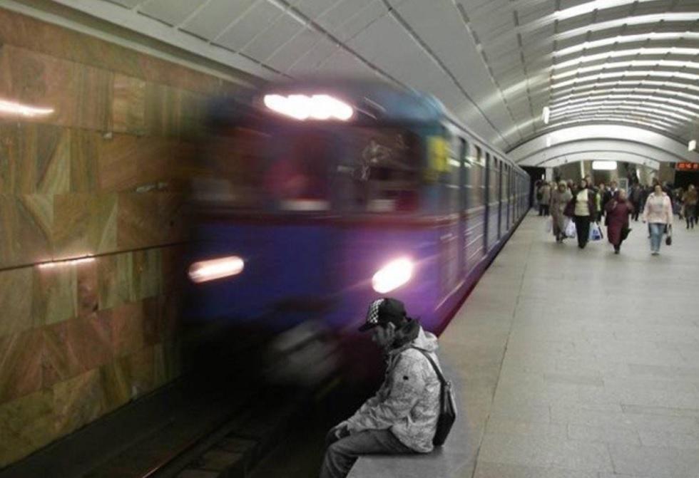 Пассажир упал на рельсы в метро Алматы: подробности инцидента