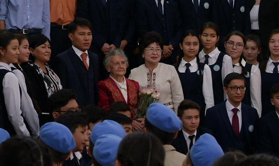 Одноклассники Елбасы встретились со школьниками в Алматы