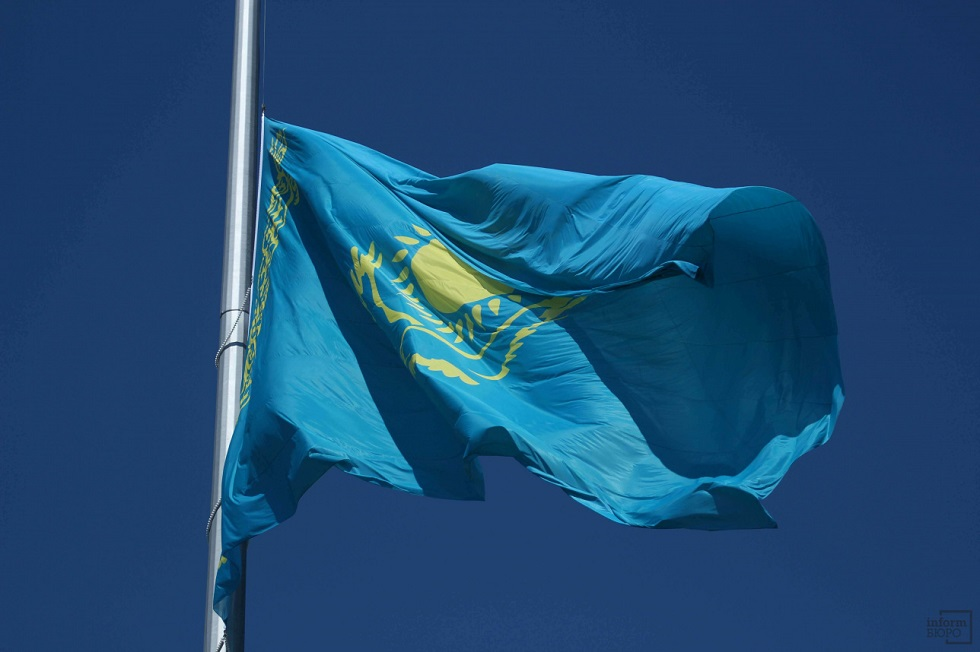 В Нур-Султане состоялась церемония поднятия государственного флага