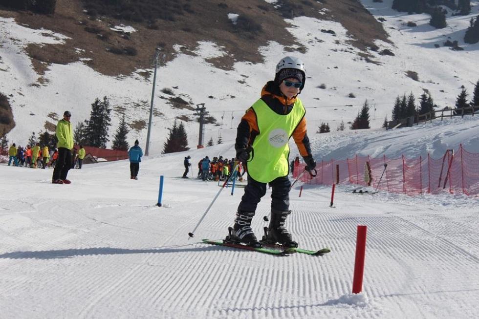 В Алматы детей бесплатно обучат катанию на горных лыжах