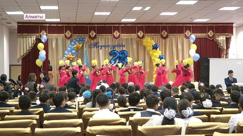 Открытые уроки посвятили Дню Независимости Казахстана во всех школах Алматы