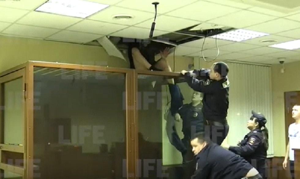 Подсудимый пытался сбежать из-под стражи