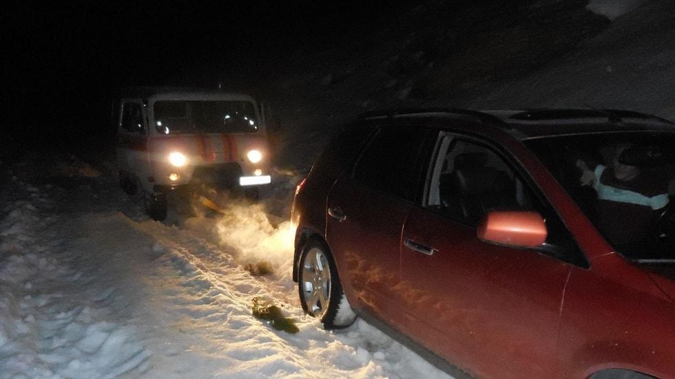 Полицейские оказали помощь 600 машинам на трассе в Кызылординской области