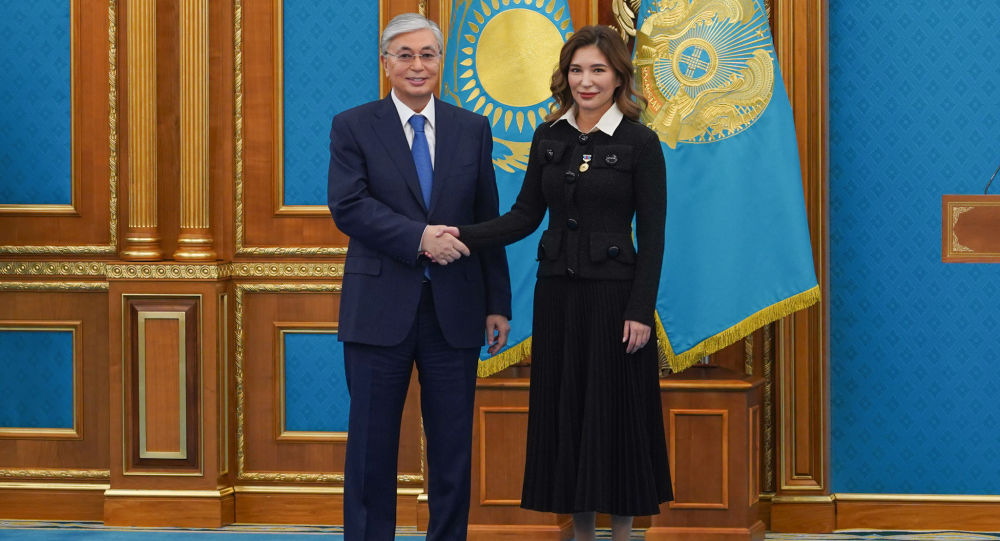 Токаев вручил награду дочери Имангали Тасмагамбетова