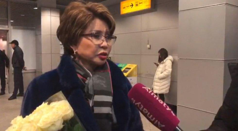 Роза Рымбаева Алматыға «Қазақстанның Еңбек Ері» атағымен оралды