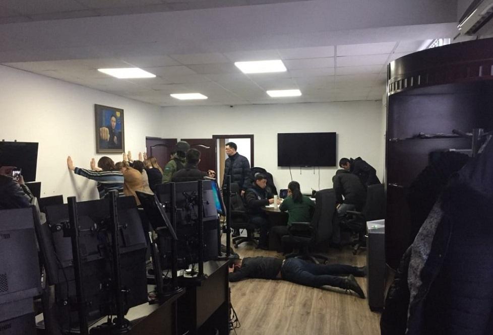 Штурмом взяли офис букмекерской компании Finbet в Алматы