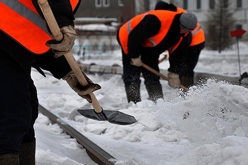 Полторы тысячи человек чистят Алматы от снега