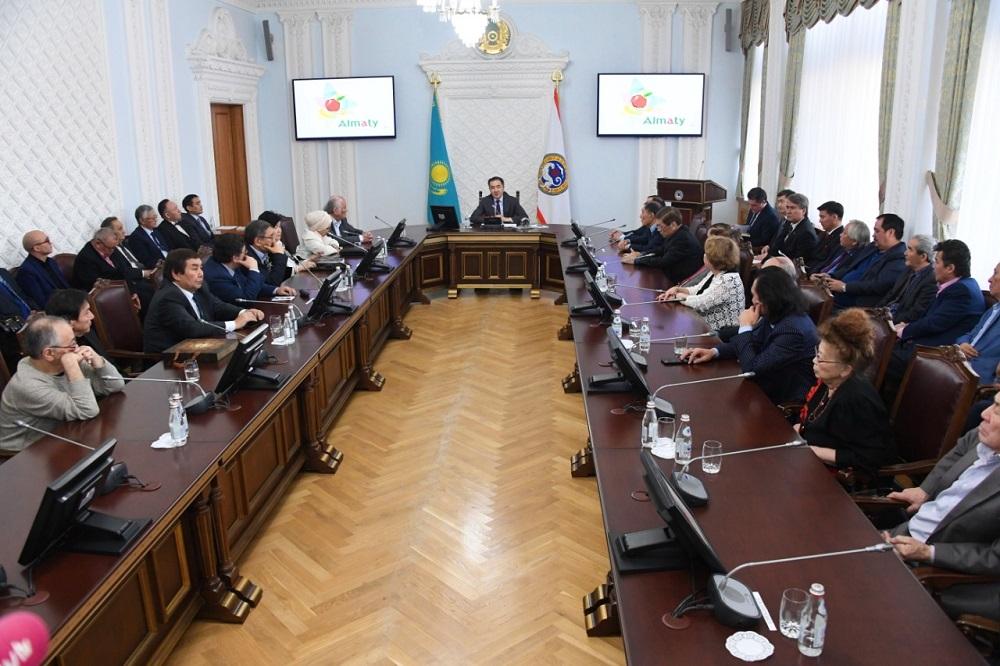 Казахстанские писатели получили гранты акима Алматы