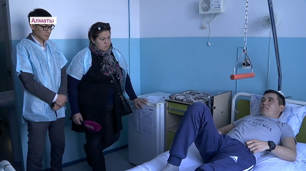 Солдата едва не убило воротами в воинской части Алматы: состояние стабильное