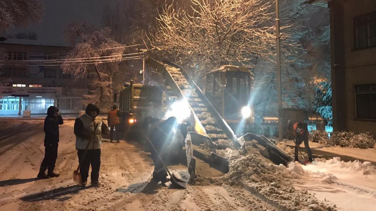 Более тридцати сантиметров снега выпало в Алматы