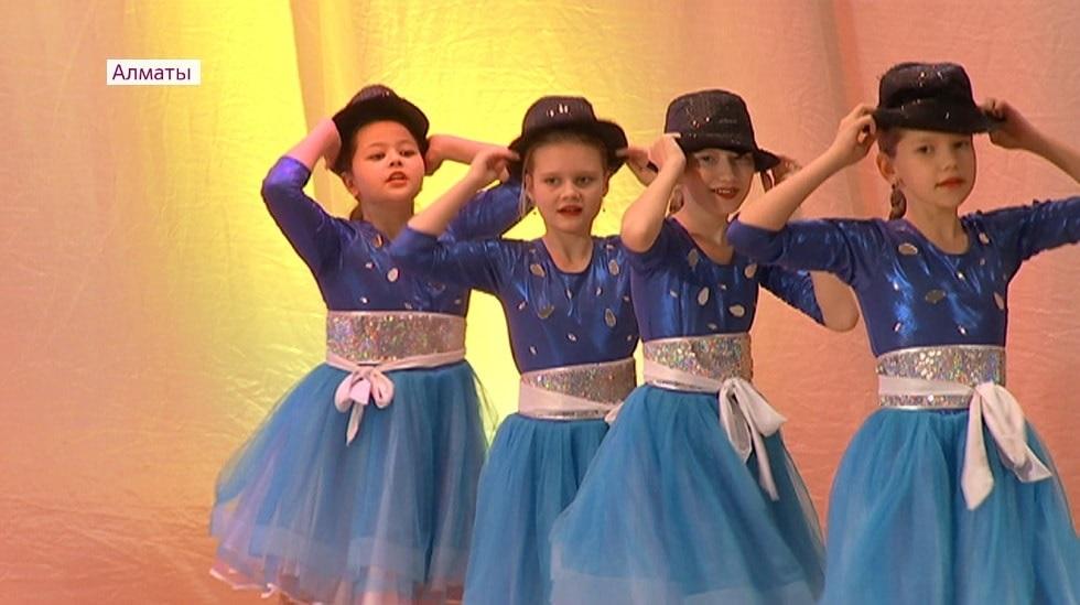 Новогоднее благотворительное представление для детей прошло в филармонии им. Жамбыла