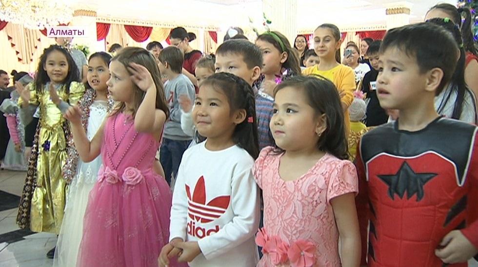 Благотворительные новогодние представления проходят в Алматы