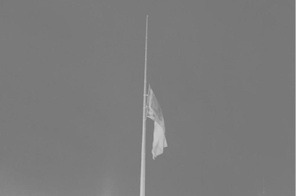 В Казахстане приспустили самый большой флаг