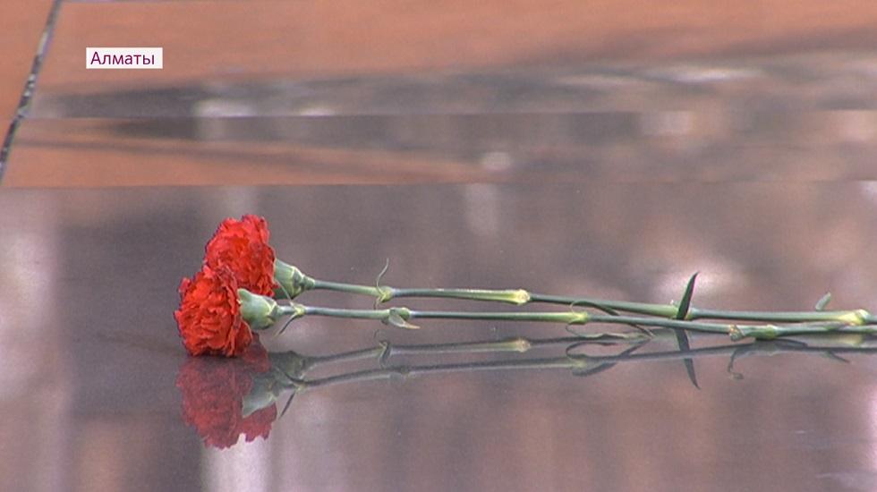Мировые лидеры и известные казахстанцы выражают соболезнования близким погибших при крушении самолета близ Алматы