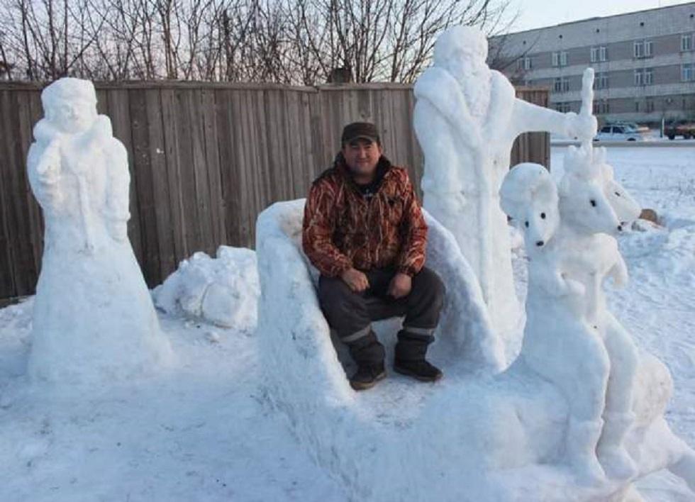 Житель Павлодарской области создал в своем поселке зимнюю сказку