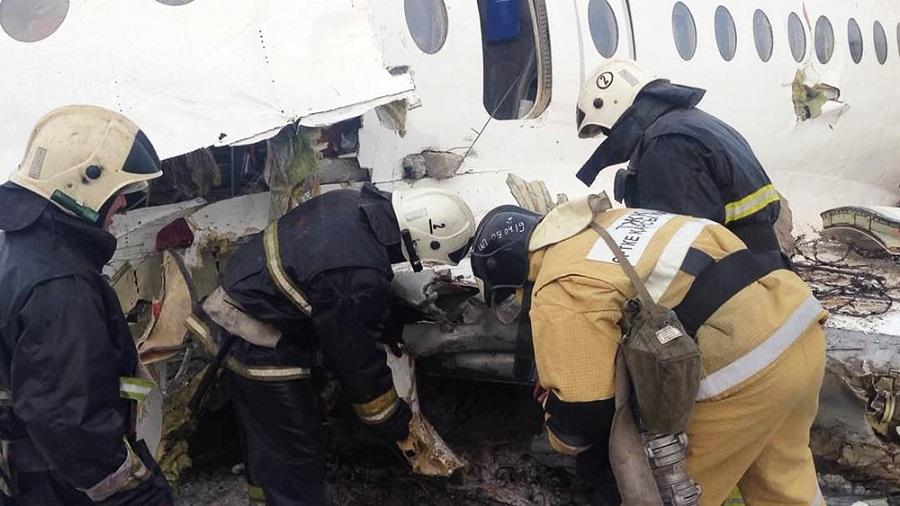 Из разбившего самолета Fokker-100 откачали топливо