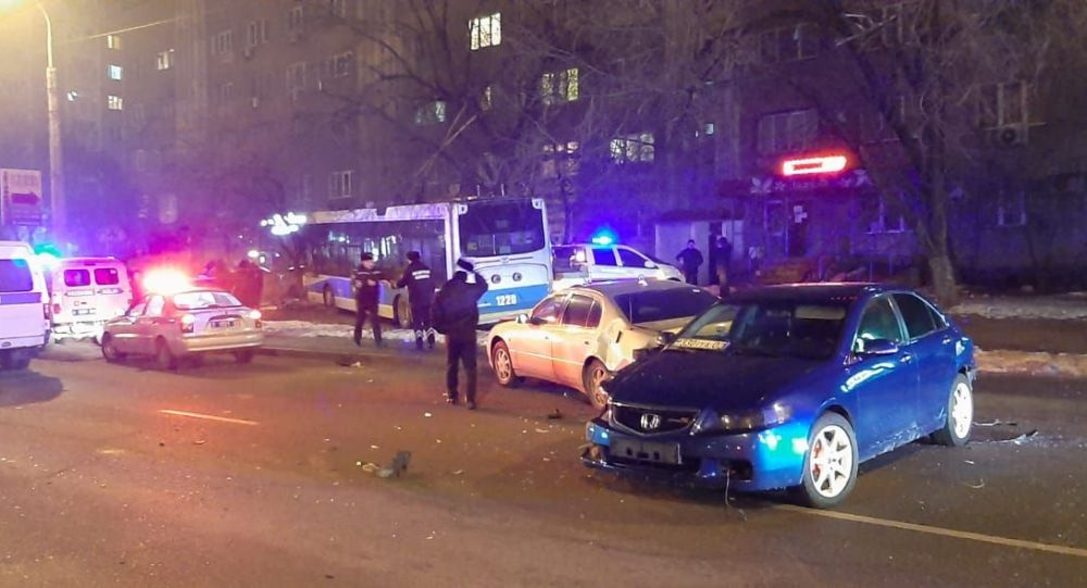 Водитель троллейбуса потерял сознание и сбил насмерть пешехода в Алматы