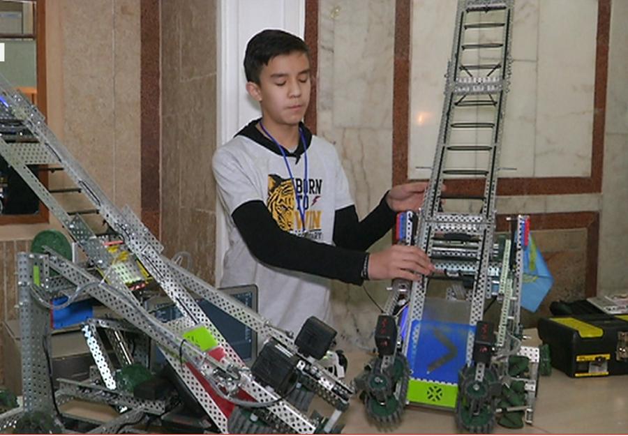 Крупнейший международный чемпионат по робототехнике прошёл в Алматы